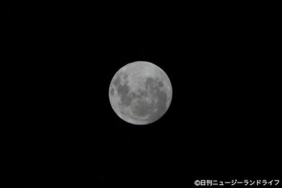 やっと撮れた月の明るさが伝わる写真