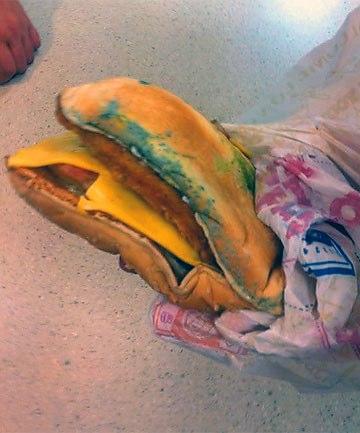 カビたハンバーガーを提供→証拠写真の消去を強要 @バーガーキング