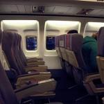 飛行機の離着陸で照明を落とす理由