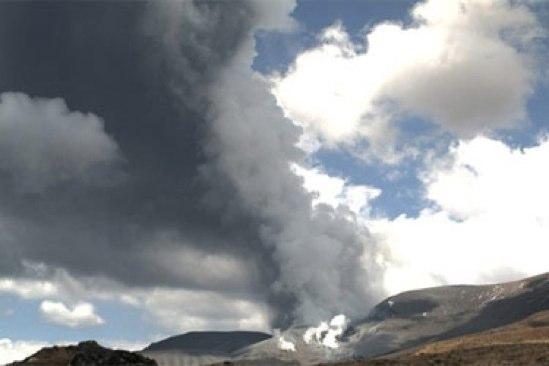 再びトンガリロ山が噴火。ルアペフ山との繋がりは?