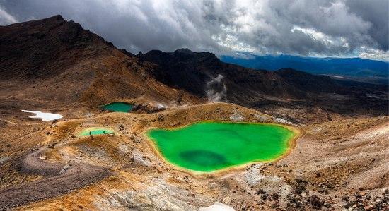トンガリロ山のトレッキングコースが一部再開