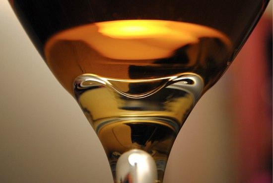 ワイングラスの選び方 (1):ワインは五感で飲むもの
